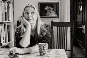 Liz Hurley author picture